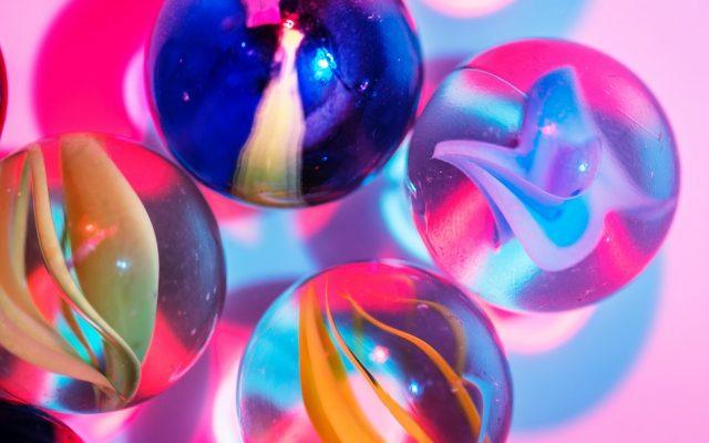 שלטי זכוכית – לשדר יוקרה מבלי לקרוע את הכיס